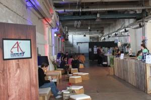 Loungebereich der Künstlermesse Alsterkult