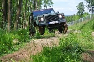 : Zehn Land Rover Defender gehören zum Fuhrpark des Bilster Berg Drive Resort
