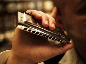 Vadim Abramoff ist vielseitig begabt: Er singt, entertaint und spielt mehrere Instrumente