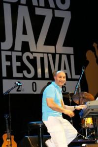 Beim Internationalen Musik- und Jazz-Festival 2005 in Baku gewann er den ersten Preis