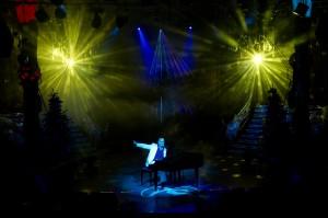 """Sein Programm """"Light On Music"""" ist eine Kombination aus Musik und Lasershow"""