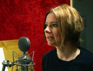 Claudia Gahrke spricht in das Mikrofon UM 900