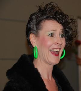 Sandra in der Rolle Charlotte beim Comedy-Dinner