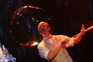 Seifenblasenartistik vom Bühnenkünstler Schorsch Bross