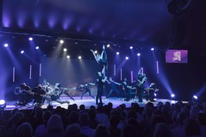 Abschluss-Szene des Circus Festival Young Stage Basel.
