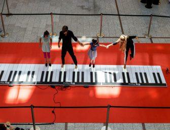 Show für Ohren und Augen: Begehbares Piano für Events