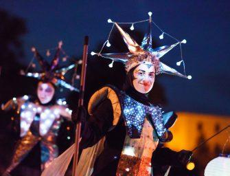 Leuchtender Walk Act: Die Neugier der Sternreisenden