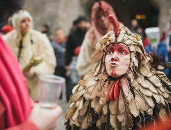Luise Gerlach im Glossary: Was ist Straßentheater?