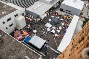 Das Sommerfest von oben - die Full-Service Eventtechnik hatte L&S übernommen.
