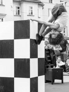 Anne und Mitja machen aus Schach eine Show.