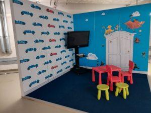 Retrokonsolen mieten und im nachgebauten Kinderzimmer aufstellen! (sdr)
