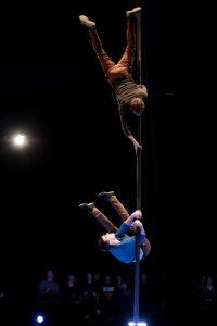 Eine lebendige Performance mit witzigen und schwierigen Passagen vollführten Rens und Giel am Mast.