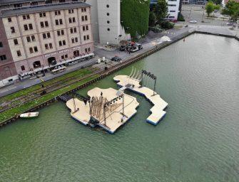 Schwimmende Bühne – Theater auf dem Wasser