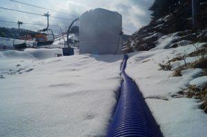 Die Schläuche für die mobile Infrastruktur müssen im Winter einiges aushalten.