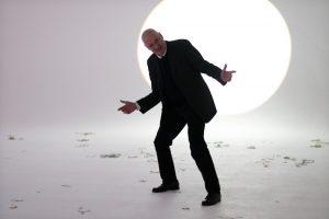 Robert Reschkowski ist Performance Künstler und Personal-Performance-Coach.