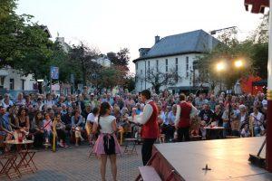 Handverlesene Künstler, die auch mal zum Nachdenken anregen: Das Straßentheater Festival.