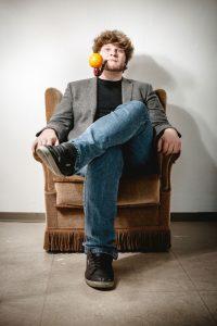 Poetry-Slam-Champion Jan-Philipp Zymny besucht die Internationale Kulturbörse Freiburg.