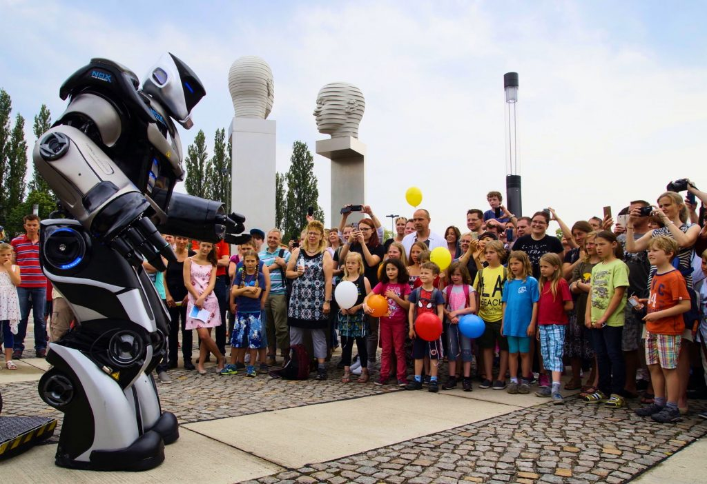 Digitalisierung zum Anfassen: Live-Marketing mit NOX the Robot