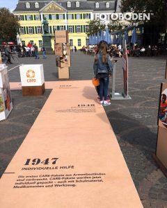 Individuelles Boden-Design als Zeitstrahl zur Firmengeschichte.