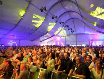 Design-Eventzelt von Neptunus – Herzstück der Düsseldorfer Jazz Rally