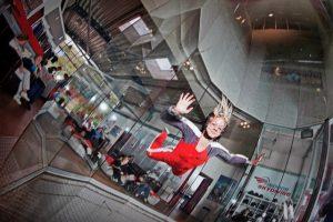 Frisur? Egal! Denn Indoor Skydiving ist Adrenalin pur!