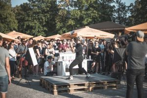 Cocktail-Show mit echten Moves: Das ist Görkem.