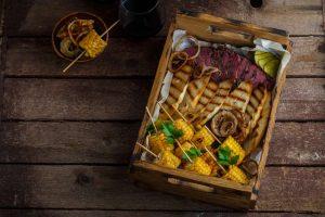 Rindfleisch und Gemüse sind in den meisten Kulturen erlaubt und können gerne beim Catering für Firmenevents aufgetischt werden.