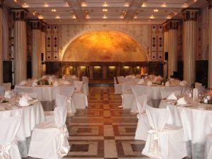 Ein Saal, der keine Wünsche für eine Dinnerveranstaltung in historischem Ambiente offenlässt