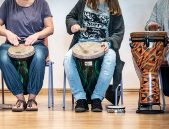 Aktive Tagungspause beim Drum Circle mit Philipp Schaefer