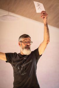 Philipp Schaefer weiß, wie er Strukturen ins kreative Chaos bringt. Foto: Astrid Doerenbruch