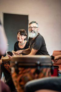 Teamfähigkeit beim Trommeln lernen. Foto: Astrid Doerenbruch