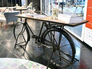 Blickfang: Ein Fahrrad als Theke.