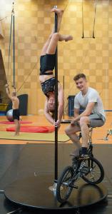 Seit 2011 begleiten wir Tim und Luzie durch ihre Schulzeit an der Artistenschule Berlin.