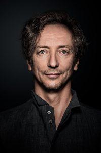 Volker Bertelsmann alias Hauschka erschafft am Flügel ganze Klangwelten.