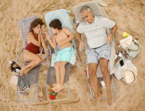 """In """"Sun and Sea (Marina)"""" wird ein ganz normaler Tag am Strand gespielt."""