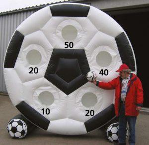 Will man Fußball-Module mieten, hat man bei Ertl Karusselland die große Auswahl:
