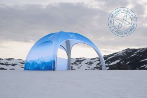 Auch im Winter im Einsatz: Aufblasbare XD Zelte von X GLOO.