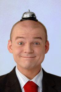 Als erfahrener Moderator weiß Armin Nagel wie man Redner*innen auf Versanstaltungen am besten einsetzt.