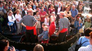 Buonasera Signorina! Eine Begegnung mit dem musikalischen Walk-Act in der Gondel ist wie ein Ausflug nach Italien.