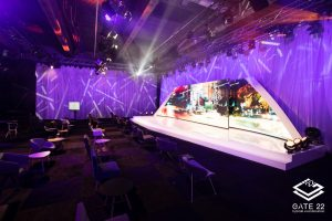 Die moderne Bühne mit LED-Wand ist das Herzstück der hybriden Eventlocation GATE 22.