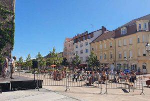 Das Straßentheater Luckenwalde fand dieses Jahr mit Einlassportalen statt.