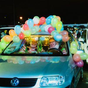 Bei Karneval im Autokino verkleiden sich nicht nur die Karnevalisten.
