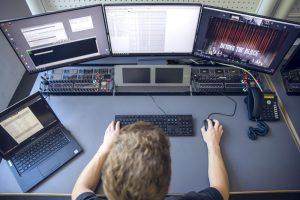 Arbeiten vernetzt mit Kollegen aus der ganzen Welt: Mit der Remote-Produktion ROC von Riedel.
