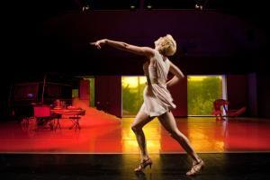 """Die Gastspielreihe des """"Labor Cirque"""" - Mit der Gesellschaft für zeitgenießenden Tanz und """"Morgens bin ich so solide, aber abends werd ich schwach"""""""