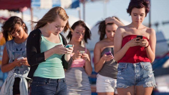 Wie die Lust der Kinder an Smartphone & Co. zur Last für Eltern und Lehrer werden kann