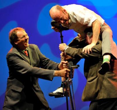 Die HochradComedy - Lachsalven und einzigartige Artistik Legendär ist die Hochrad-Comedy von Schorsch Bross - ganz nah an den Zuschauern und voll von Momenten der Situationskomik