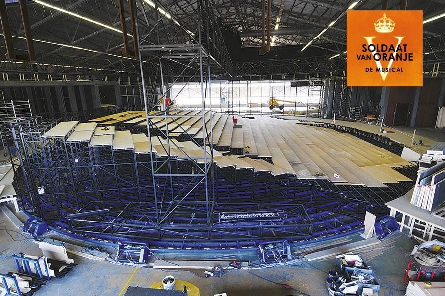 """Drehscheibe ø 33 m, Musical """"Soldaat van Oranje"""", Tragkraft: 200 Tonnen, 1.200 Zuschauer sitzen auf der Drehscheibe. Wollen Sie mehr, kein Problem für uns!"""