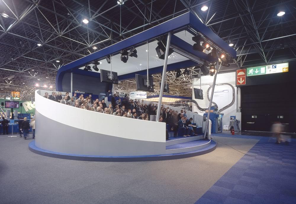 Drehscheibe ø 12 m als rotierende Tribüne für 130 Personen als Messehighlight. Wollen Sie Ihren Kunden oder Besuchern etwa Bewegendes anbieten dann kommen Sie zu uns!