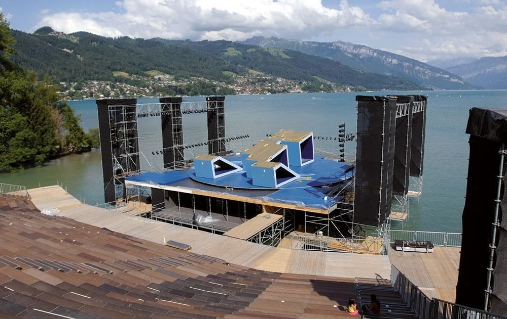 Drehscheibe ø 16 m, Thuner Seespiele, Schweiz. Drehscheiben für den Außenbereich machen jede Veranstaltung noch ein Stückchen interessanter.