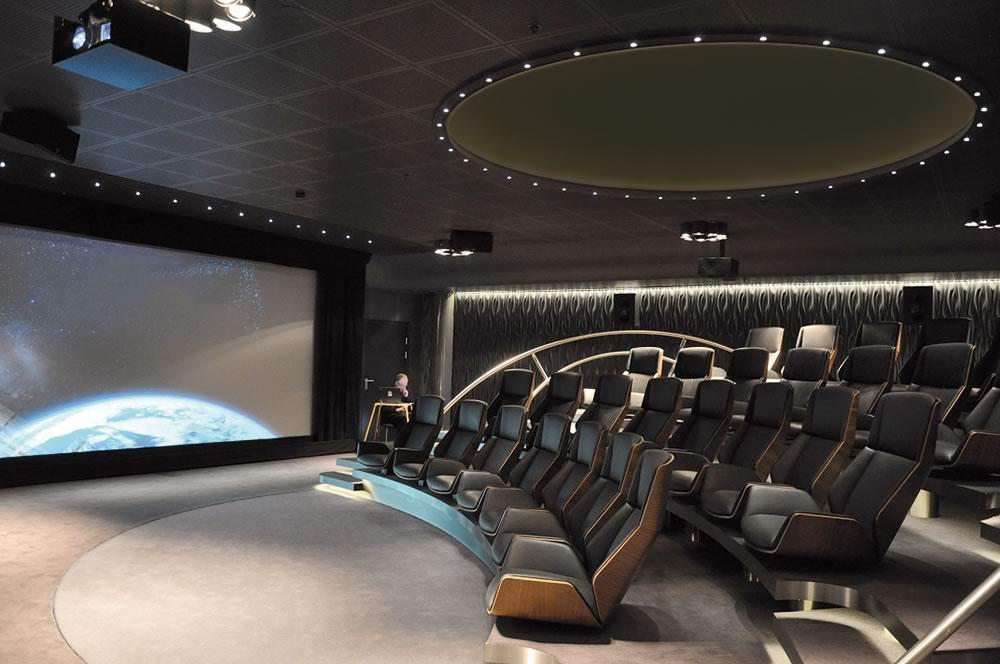 Drehscheibe ø 9 m, Multimediaraum für Telenor Oslo. Sie brauchen eine (Publikums-)Drehscheibe in einem Visitor Center zum Festeinbau, auf einer Messe oder zu einer Veranstaltung - dann melden Sie sich doch einfach bei uns!